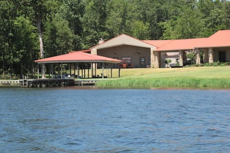 Relaxing Lake Front at Caney Lake - Apartment