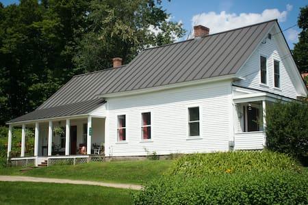 The Burke White House - Casa