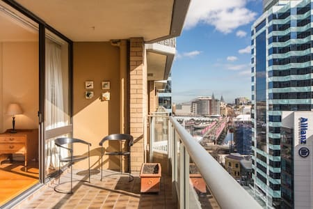 Large 1BR in Sydney CBD with Views