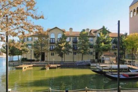 Private bed and bath in las Colinas - Irving