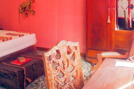 Bric-à-Brac art stay Indochine room - Krong Battambang