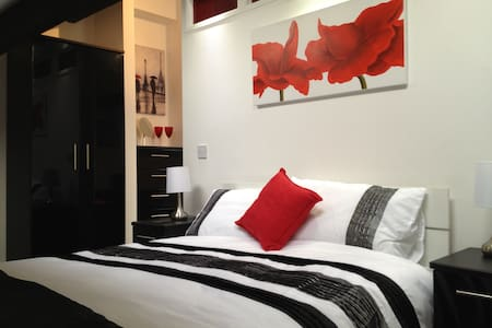 The Loft studio apartment sleeps 3 - Wigan - Loft