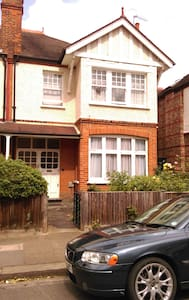 The House is located in West Ealing, in a very nive and quite Avenue.  It is 15 min by train to Heathrow Airport and also 15 minutes to Central London by train. It is a cosy,  complete renovated room with a 32 TV, nicely decorated, homefeeling.