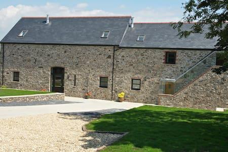Kidwelly Farm Cottages B&B - Bed & Breakfast
