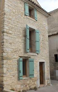 Authentique maison de village au Pays des lavandes - Haus