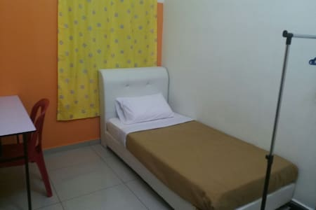 Single/bachelor Stay In Jitra - 一軒家