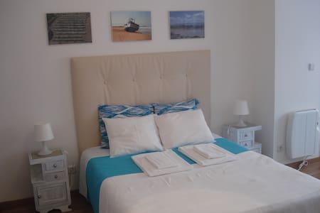 Amplo Quarto Duplo - Suite 2 - Apartment
