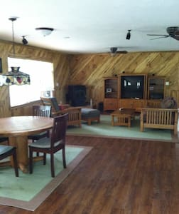 Traverse City cabin in the woods - Stuga