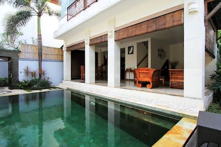 Anne Villa is located in the Centre of Seminyak where you can easy reach restaurants, shops, boutiques, local warung (restaurants), Bintang Supermarket, 66 Beach, and Seminyak Beach just within walking distance.