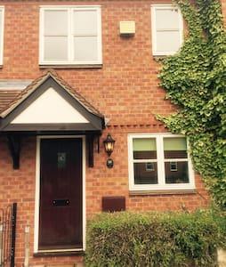 House near Birmingham Airport & NEC - Coleshill - Casa