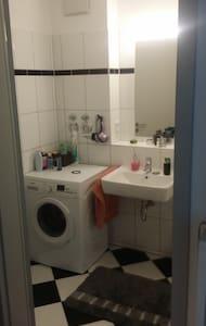 Schöne 2 Zimmer Wohnung mit großem 20qm Balkon - Hamburg - Apartmen