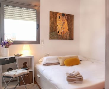 Private room/bathroom walking distance from Beach - Barcelona - Apartment