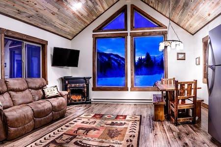 ***Elegant Mountain Cabin Getaway*** Private Land Hunting! - Big Timber