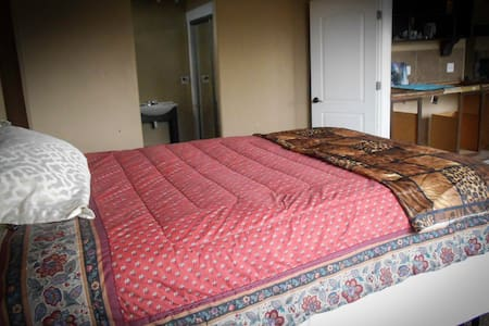 toquerville chat rooms Read traveler reviews for 1 toquerville, utah bed and  spacious common area where you get to sit and chat with the  the rooms were extremely clean.