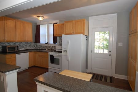 Beautiful Updated Twin- Near Philly - Havertown - House