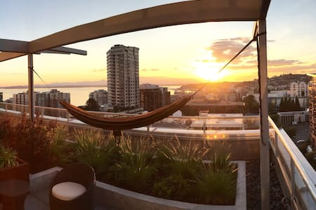 Views of the Space Needle and Sound - Seattle - Apartment