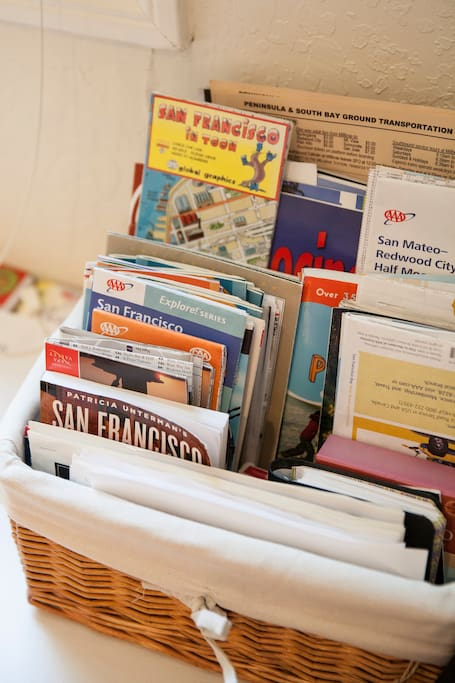 Many pamphlets, brochures, and books with restaurant ideas, maps, and  Bay Area events to peruse