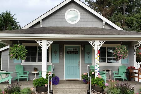 Come stay with us in our renovated & cozy 1928 beach cottage. Take a short walk through a charming forest and grassy sand dunes and you'll find yourself watching sandpipers scurrying along the tide of the beautiful Pacific Ocean.