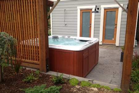 Modern New Cottage Hot Tub Sauna
