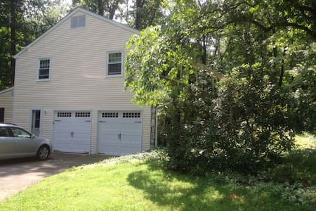 Spacious home on wooded acre - Doylestown - Ház