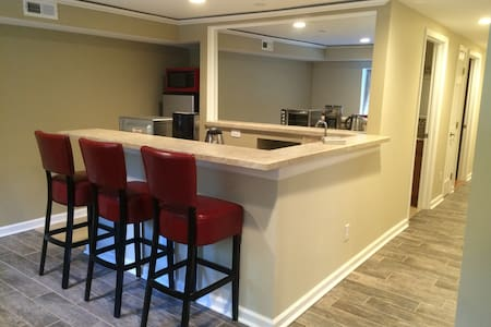 Great Location to enjoy Hokie Game! - Apartment