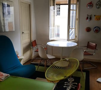 Arty Flat in Central Paris