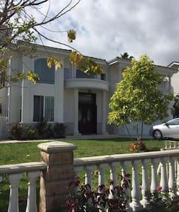 豪华别墅,阳台式套房,私人洗手间,有游泳池,步行2分钟至超市公园 - Arcadia