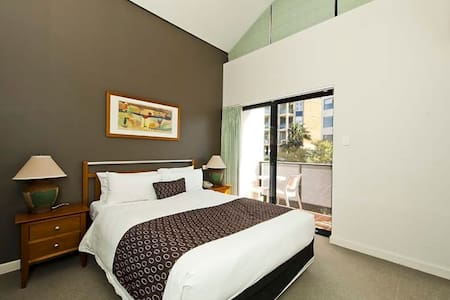 Modern 1 BEDROOM in the CBD - Wohnung