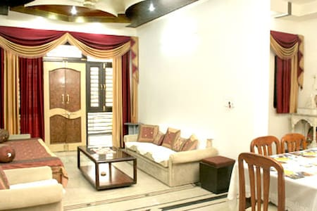Luxurious Home Stay In Agra - Bed & Breakfast