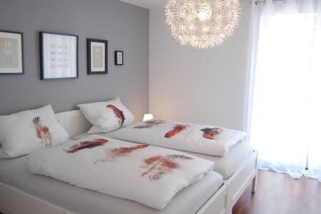 Exklusive 3,5 Zimmer-Ferienwohnung - Reutlingen - Appartement en résidence