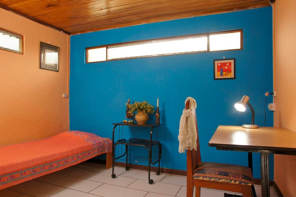 Room w/priv bathroom clean&cheap!