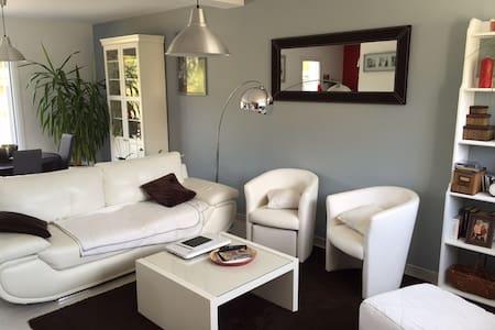 Maison neuve aux portes de Nantes - House