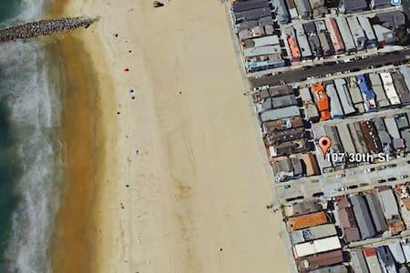 The Beach House: Steps from the Sand - Newport Beach