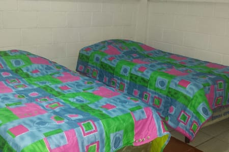 Renting  room for two! Singles bed - Masaya - Bed & Breakfast
