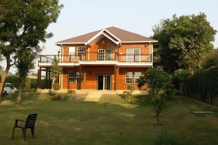 2 Bedroom Farm House in Delhi