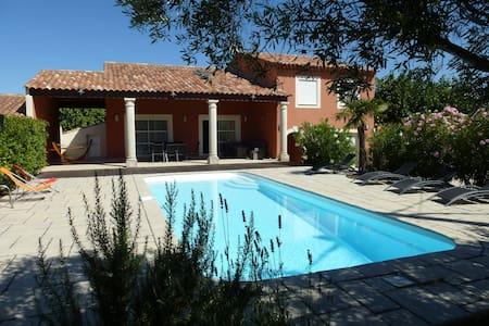 Villa avec piscine, 210 m2 - Gignac-la-Nerthe - Villa