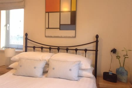 B&B -Double room recently decorated - Leighton Buzzard - Bed & Breakfast