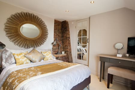 Superb double room on South downs - Upper Beeding - Bed & Breakfast
