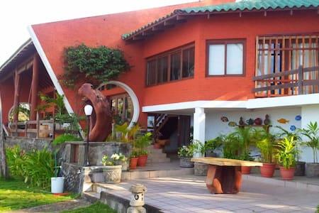 Villa Talamaya - Family Paradise - House