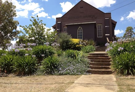 Church House B&B Gundagai - Deluxe - Bed & Breakfast