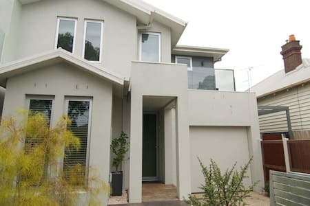 Geelong House Luxurious Space in Modern Townhouse - South Geelong
