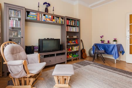 Exclusive room with cable TV and balcony - Apartment