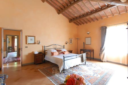 Master-suite in Luxury Tuscan Villa