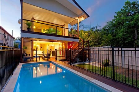 8 Bedroom Family Home @ City Fringe - East Brisbane - Hus