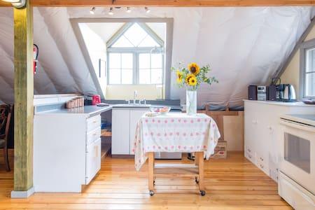Wishing Rock Farm Retreat Studio - Loft