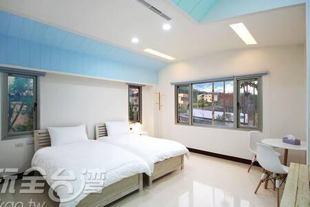 現代簡單風格的私人套房。光線明亮,四周無高樓遮蔽,好視野 - Bed & Breakfast