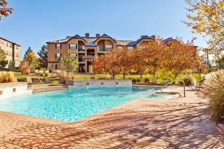 Luxury Apartment w/ Hot tub & Pool