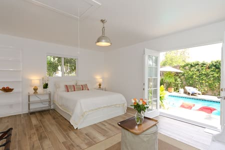 Charming Peaceful Pool House - Los Angeles - Apartment