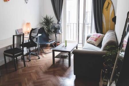 Gran habitación con balcón y salón - Madrid - Apartment
