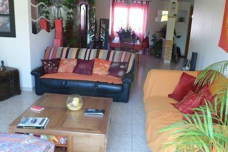 Chambre dans Maison 120m2 - Ev